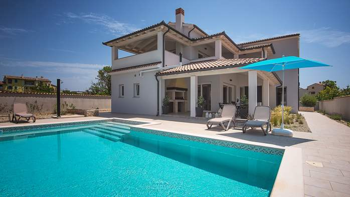 Villa with heated pool and crossfit hall in Premantura, 1