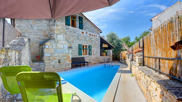 Beautiful stone house with swimming pool and terrace for 3 pax, 1
