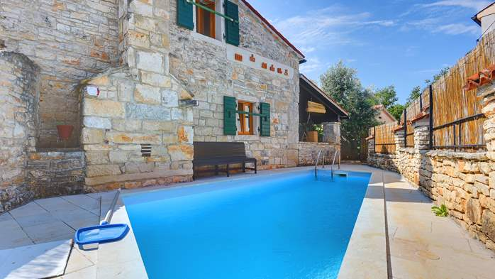 Beautiful stone house with swimming pool and terrace for 3 pax, 3