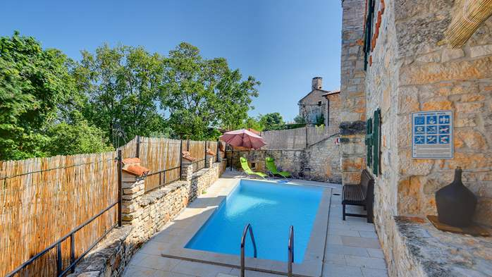Beautiful stone house with swimming pool and terrace for 3 pax, 4