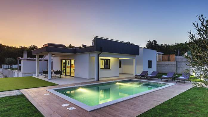 Beautiful villa with private pool and jacuzzi for eight people, 1