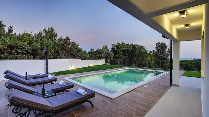 Beautiful villa with private pool and jacuzzi for eight people, 4