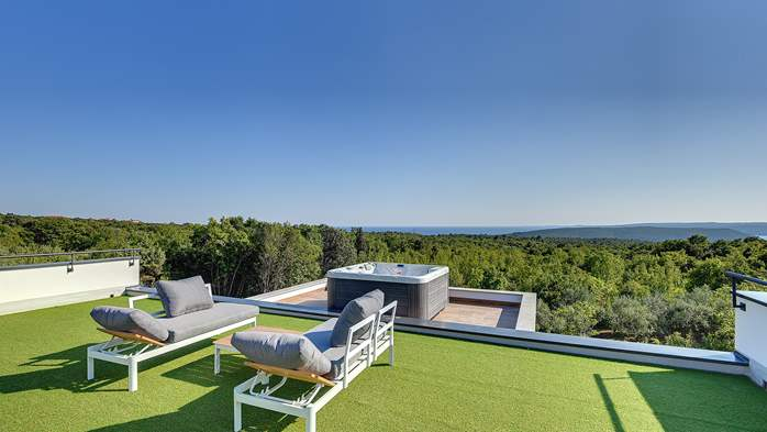 Beautiful villa with private pool and jacuzzi for eight people, 15