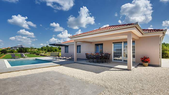 Newly built villa for seven persons, private pool, WiFi, parking, 3