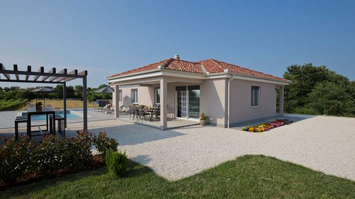 Newly built villa for seven persons, private pool, WiFi, parking, 10