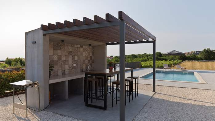 Newly built villa for seven persons, private pool, WiFi, parking, 4