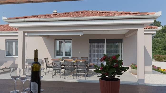 Newly built villa for seven persons, private pool, WiFi, parking, 11