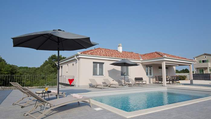 Newly built villa for seven persons, private pool, WiFi, parking, 17