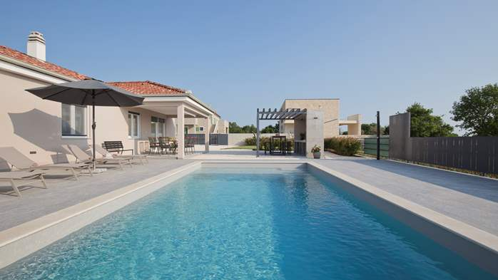 Newly built villa for seven persons, private pool, WiFi, parking, 9