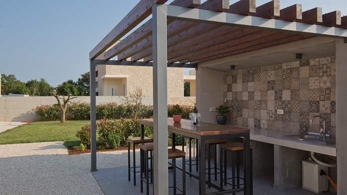 Newly built villa for seven persons, private pool, WiFi, parking, 6