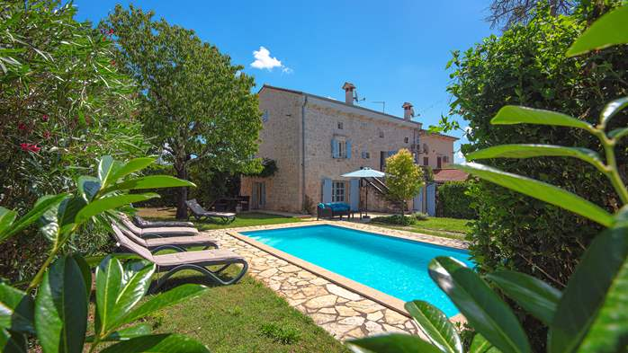Stone villa on three floors with swimming pool and lovely garden, 2