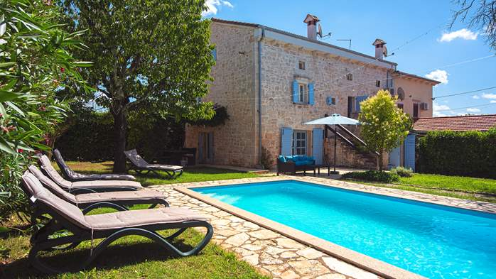 Stone villa on three floors with swimming pool and lovely garden, 3