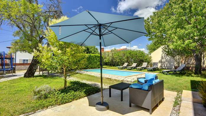 Stone villa on three floors with swimming pool and lovely garden, 4