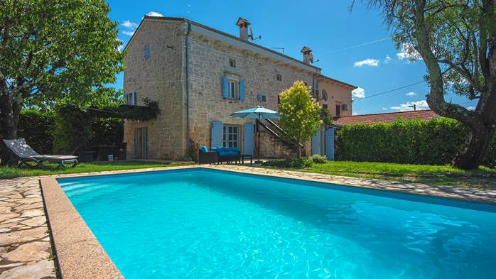 Stone villa on three floors with swimming pool and lovely garden, 5