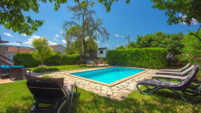 Stone villa on three floors with swimming pool and lovely garden, 6