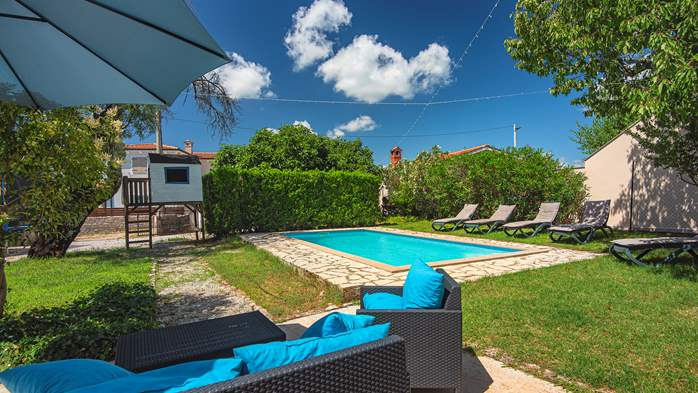 Stone villa on three floors with swimming pool and lovely garden, 7