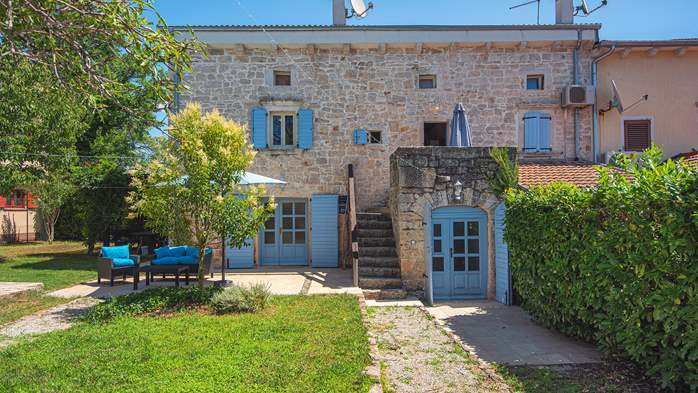 Stone villa on three floors with swimming pool and lovely garden, 8