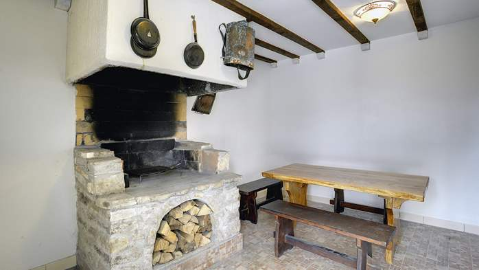 Stone house for 4 persons, tavern with fireplace and large garden, 6