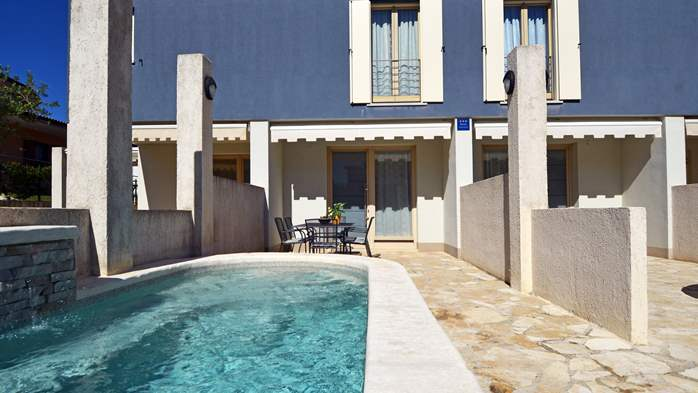 Beautiful three-storey villa with 2 swimming pools and a terrace, 4