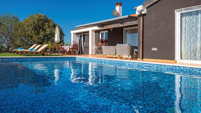 Luxury villa for 8 people with pool, jacuzzi and volleyball court, 7