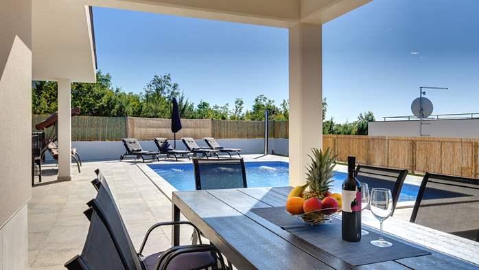 Beautiful villa with stunning sea views, pool, terrace, billiards, 8