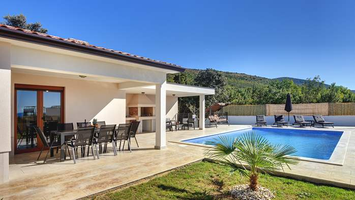 Beautiful villa with stunning sea views, pool, terrace, billiards, 7
