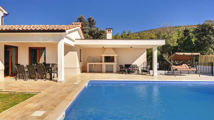 Beautiful villa with stunning sea views, pool, terrace, billiards, 4