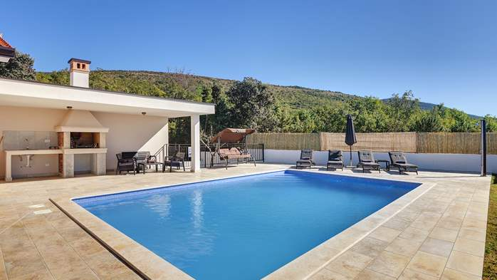 Beautiful villa with stunning sea views, pool, terrace, billiards, 3