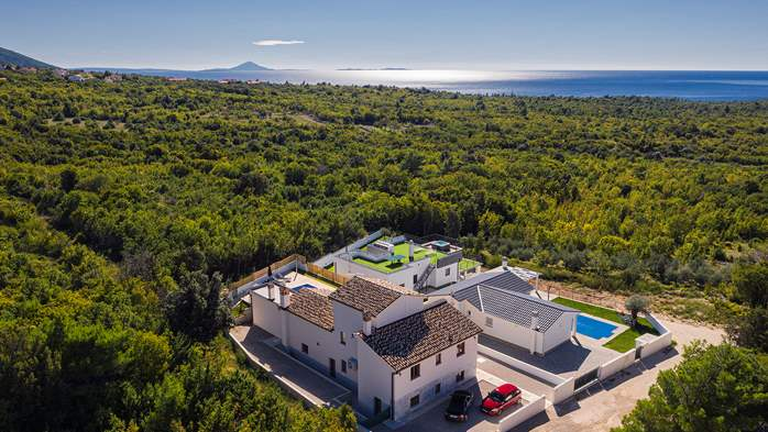 Beautiful villa with stunning sea views, pool, terrace, billiards, 13