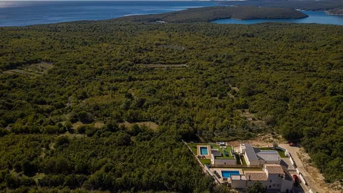 Beautiful villa with stunning sea views, pool, terrace, billiards, 15