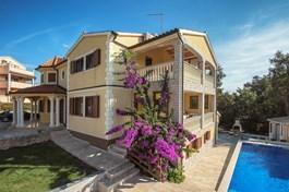 Villa Amarilla
