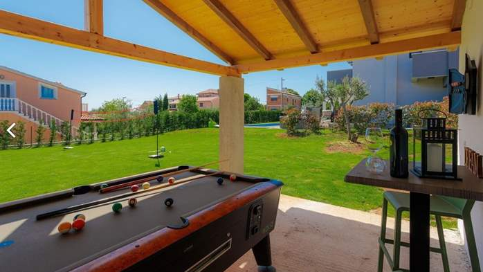 Fully equipped villa with spacious garden, swimming pool, jacuzzi, 15