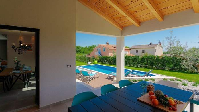Fully equipped villa with spacious garden, swimming pool, jacuzzi, 14