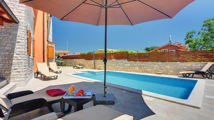 Villa with sea view, swimming pool, fenced lawn, 5