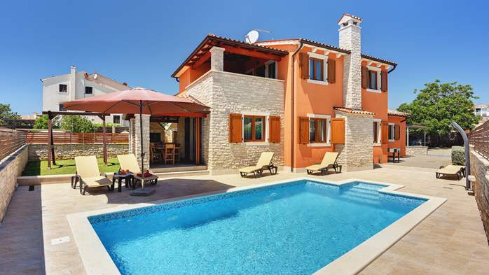 Villa with sea view, swimming pool, fenced lawn, 1