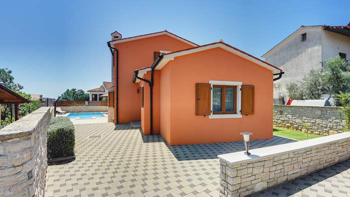 Villa with sea view, swimming pool, fenced lawn, 9