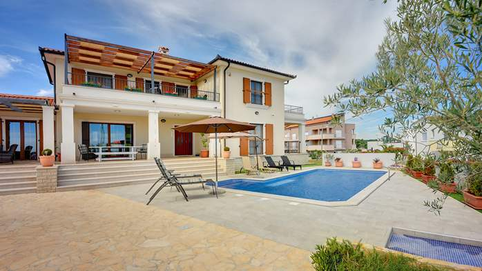 Beautiful villa with private pool and sea view, for 8 persons, 1