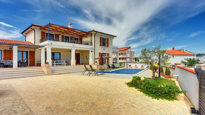 Beautiful villa with private pool and sea view, for 8 persons, 2
