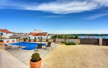 Beautiful villa with private pool and sea view, for 8 persons