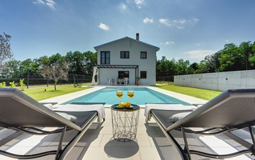 Sophisticated villa near Pula with private pool