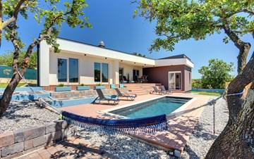 Unique villa with private pool near Pula