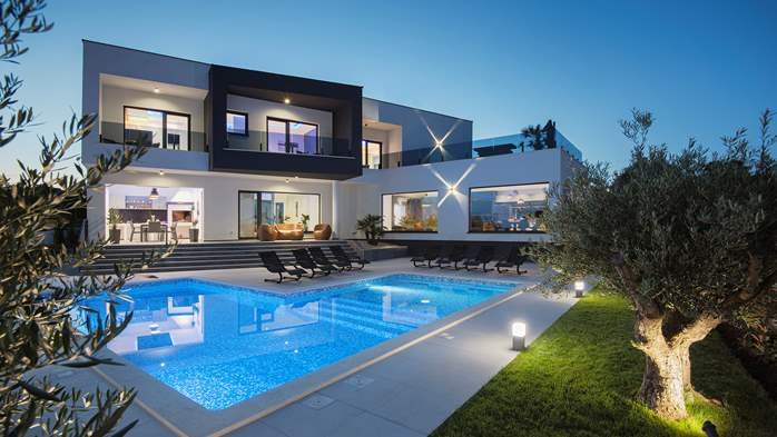 Spectacular villa with jacuzzi and private pool, 5