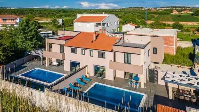 Luxurious villa with pool, sun terrace and terrace with fireplace, 2