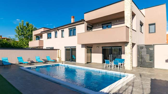 Luxurious villa with pool, sun terrace and terrace with fireplace, 7
