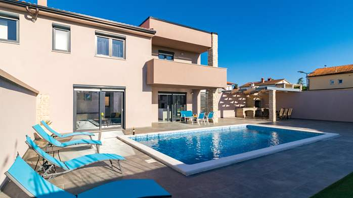 Luxurious villa with pool, sun terrace and terrace with fireplace, 1
