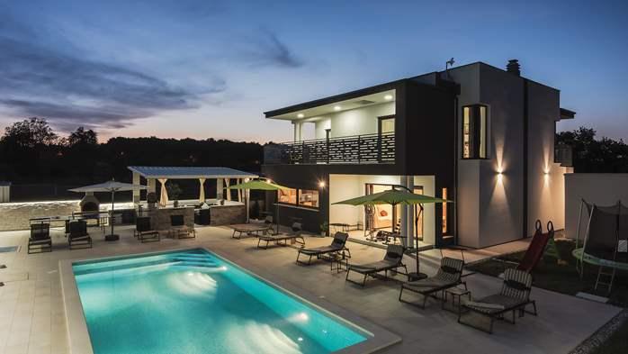 Modern villa in Štinjan offers a saltwater pool, Wi-Fi, BBQ, 2