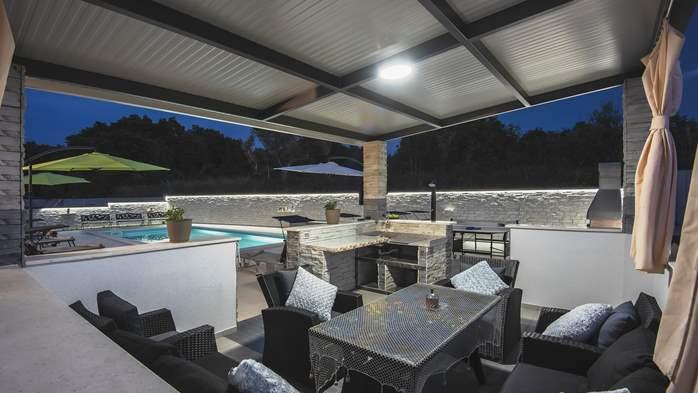 Modern villa in Štinjan offers a saltwater pool, Wi-Fi, BBQ, 16