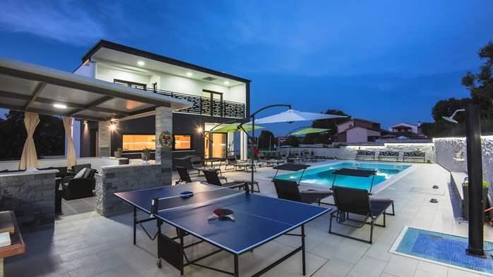 Modern villa in Štinjan offers a saltwater pool, Wi-Fi, BBQ, 3