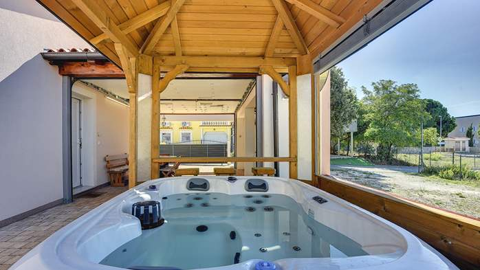 Holiday house near the sea with outside jacuzzi, 4