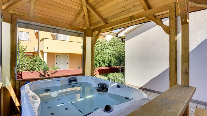 Holiday house near the sea with outside jacuzzi, 5